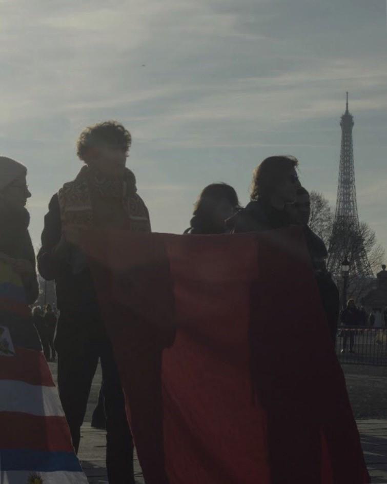 Cuadrado rojo gigante, Plaza de la Concordia, Paris